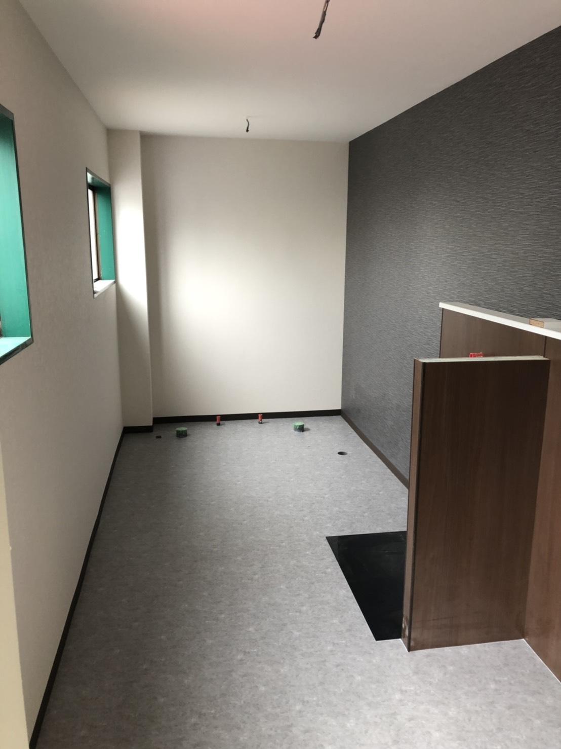 京都市にてトイレのクロス・床・長尺シート貼替